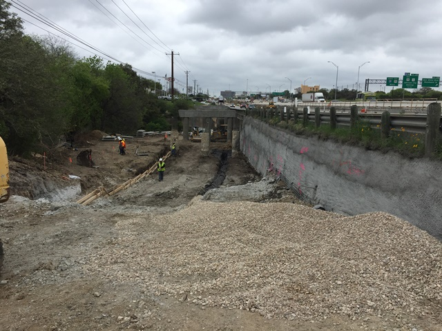 Southbound frontage road temporary wall at Williamson Creek - March 17, 2017